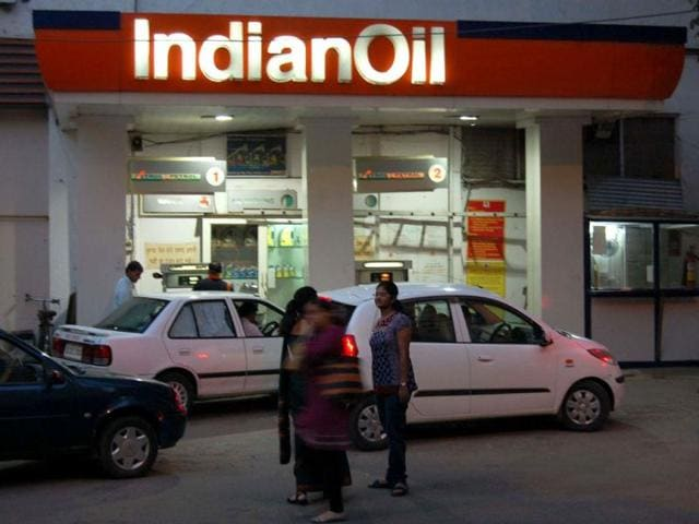 Heavy rush at a petrol pump in New Delhi after the announcement of a hike in petrol price by Rs 7.50.