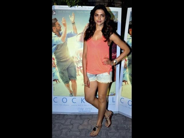 Deepika-Padukone-scorches-the-event-with-her-hotpants