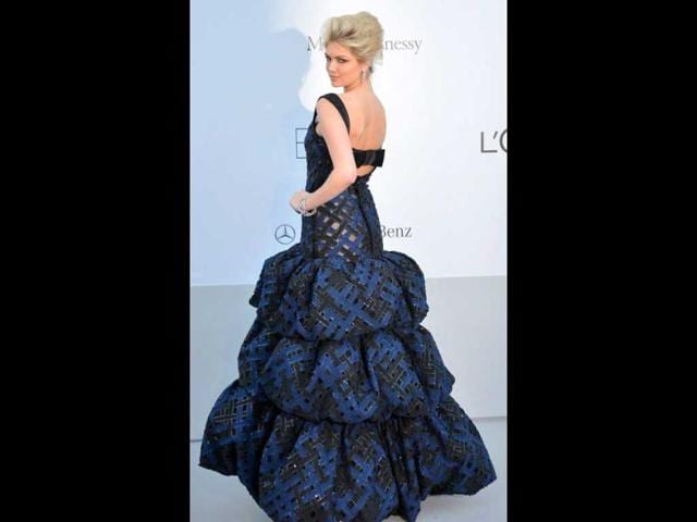 You-can-see-Sports-Illustrated-model-Kate-Upton-s-skin-even-beneath-her-tiered-Louis-Vuitton-gown