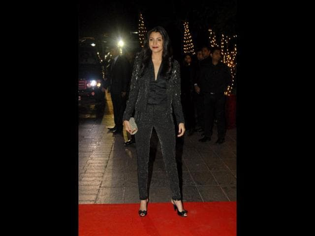 Anushka-Sharma-looked-a-glam-diva-even-in-simple-casual-clothes-Perhaps-the-lips-have-something-to-do-with-it