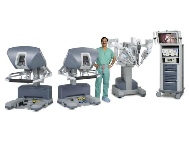 Dr-Ashutosh-K-Tewari-with-his-robotic-surgery-consoles