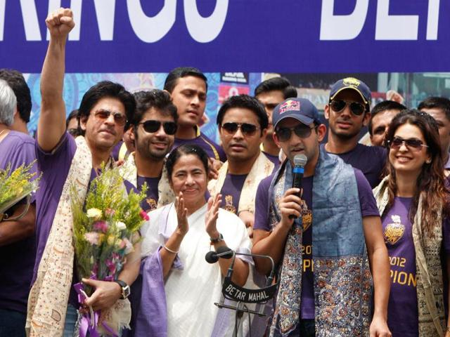 Kolkata-Knight-Riders-KKR-captain-Gautam-Gambhir-hands-over-the-trophy-to-Mamta-Banerjee-chief-minister-of-West-Bengal-KKR-team-along-with-the-co-owner-Juhi-Chawla--and-bollywood-star-Shahrukh-Khan-arrived-in-the-city-of-Kolkata-to-celebrate-their-victory-of-the-IPL-season-five-State-government-and-Bengal-Cricket-Associan-jointly-felicated-the-team-in-front-of-State-Secretariat-Writers-Building-Ashok-Nath-Dey-Hindustan-Times