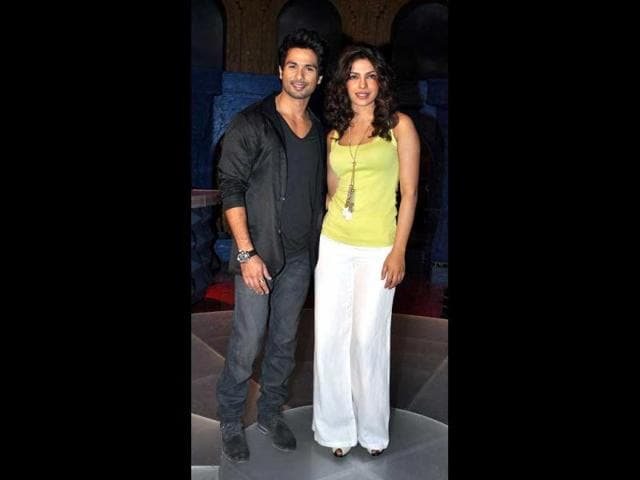 It-is-said-that-Shahid-Kapoor-is-playing-a-struggling-music-director-while-Priyanka-Chopra-plays-an-actor