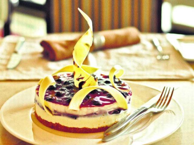 Delhi says CHEESE, cake style