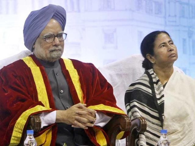 Prime-Minister-Manmohan-Singh-and-West-Bengal-chief-minister-Mamata-Banerjee-during-a-Centenary-Session-of-Indian-Science-Congress-event-at-Calcutta-University-in-Kolkata-HT-Photo-Subhendu-Ghosh