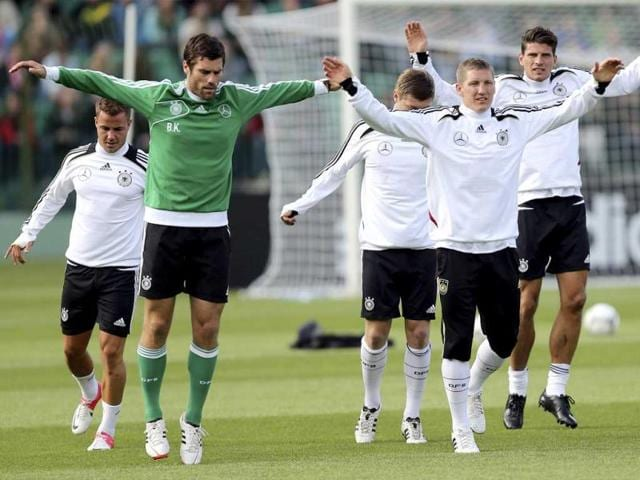 Germany-s-national-soccer-player-Sebastian-Schweinsteiger-C-performs-during-an-official-training-session-ahead-of-the-Euro-2012-in-Gdansk-Reuters-Thomas-Bohlen