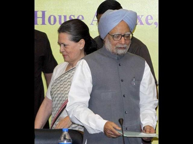 AICC-party-president-Sonia-Gandhi-and-Prime-Minister-Manmohan-Singh-during-the-Congress-Working-Committee-CWC-meeting-at-the-Parliament-annexe-in-New-Delhi-HT-Sonu-Mehta