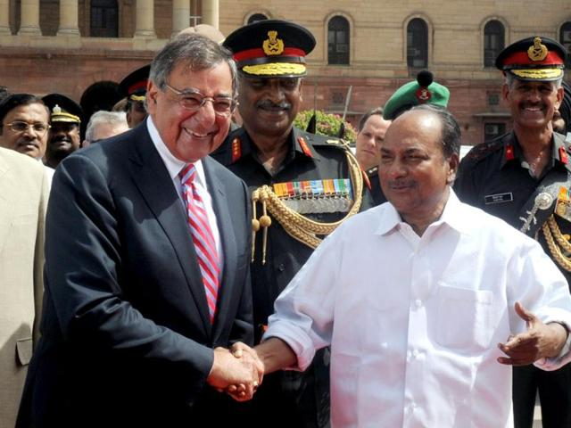 US-defense-secretary-Leon-Panetta-shakes-hands-with-defence-minister-AK-Antony-during-a-ceremony-at-the-ministry-of-defence-in-New-Delhi-AFP-Raveendran