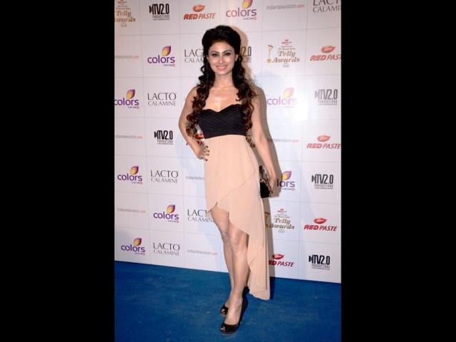Devon-Ke-Dev-Mahadev-actress-Mouni-Roy-sheds-inhibitions-to-don-a-daring-black-and-nude-dress-We-ve-gotta-say-she-s-carried-it-off-rather-well
