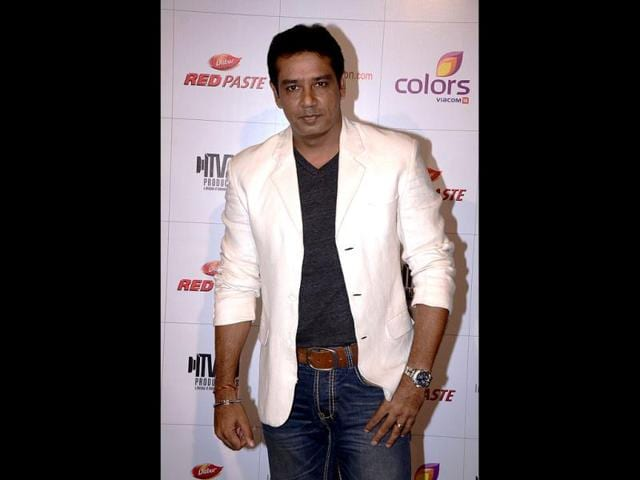 Anoop-Soni-poses-for-the-paprazzi