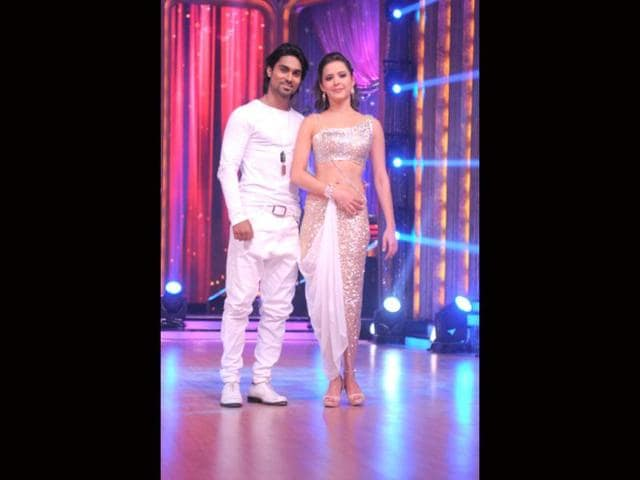 Isha-Sharvani-with-choreographer-Salman