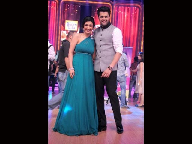 Ragini-Khanna-and-Manish-Paul-will-anchor-the-show