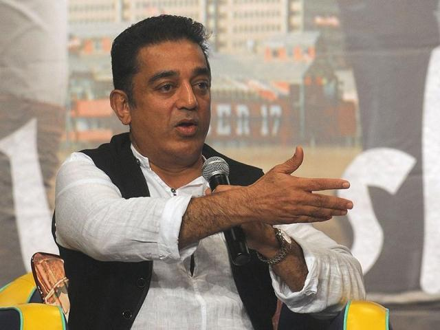 Kamal-Haasan-speaks-as-co-stars-Pooja-Kumar-and-Andrea-Jeremiah-watch-on-during-a-news-conference-to-promote-his-new-film-Vishwaroop-AFP-photo
