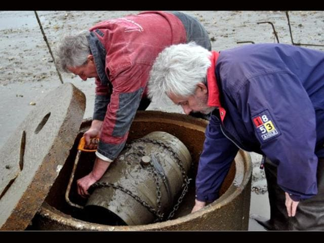 Ch-teau-Larrivet-Haut-Brion-Oyster-farmer-Joel-Dupuch-L-and-general-director-of-wine-producers-Chateau-Larrivet-Haut-Brion-Bruno-Lemoine-recover-a-wine-barrel-after-six-months-submerged-in-an-oysters-farm-at-Cape-Ferret-in-France-where-the-wine-it-contains-has-been-aged-by-the-sea-AFP-Handout