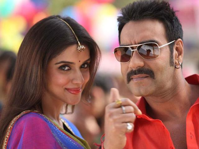 Ajay-Devgn-and-Asin-in-a-still-from-a-desi-number-from-Rohit-Shetty-s-Bol-Bachchan