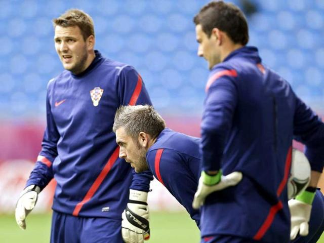 Croatia-goalkeeper-Stipe-Pletikosa-center-and-fellow-goalkeepers-Ivan-Kelava-left-and-Danijel-Subasic-attend-the-official-training-on-the-eve-of-the-Euro-2012-soccer-championship-Group-C-match-between-Italy-and-Croatia-in-Poznan-Poland-AP-Photo-Antonio-Calanni