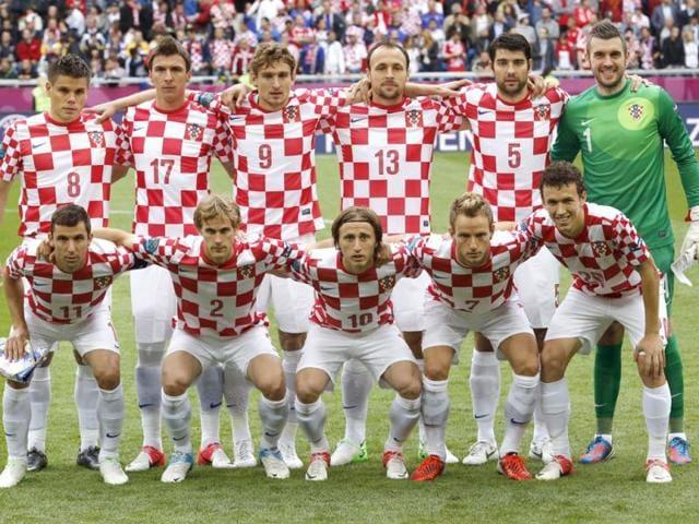 Croatia-s-Ognjen-Vukojevic-Mario-Mandzukic-Nikica-Jelavic-Gordon-Schildenfeld-Vedran-Corluka-goalkeeper-Stipe-Pletikosa-from-top-left-Darijo-Srna-Ivan-Strinic-Luka-Modric-Ivan-Rakitic-Ivan-Perisic-from-bottom-left-pose-for-a-team-photo-before-the-Euro-2012-soccer-championship-Group-C-match-between-Italy-and-Croatia-in-Poznan-Poland-AP-Antonio-Calanni