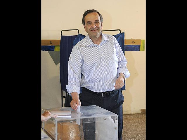 Leader-of-the-conservative-New-Democracy-party-Antonis-Samaras-casts-his-ballot-at-a-polling-station-in-Pylos-town-some-280-km-173-miles-southwest-of-Athens--REUTERS-Willy-Antoniou
