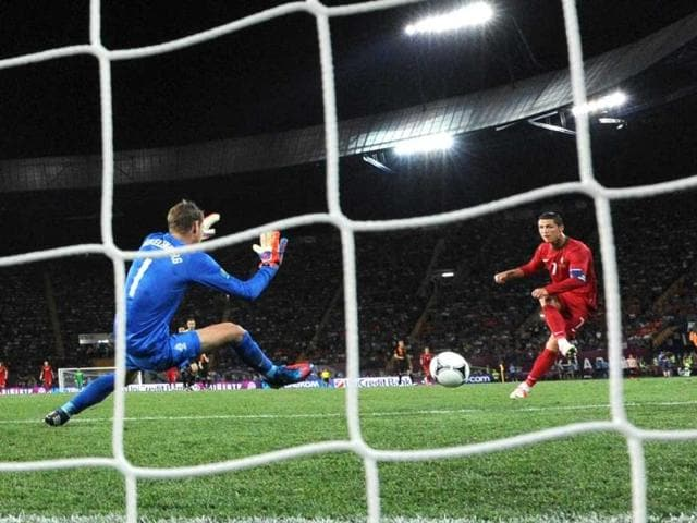FIFA approves goal-line technology