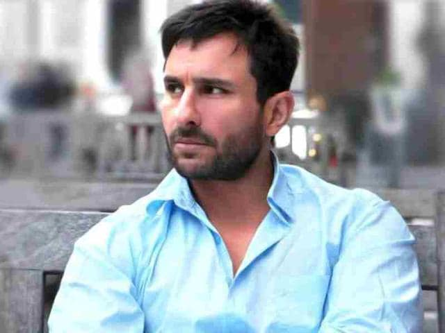 Saif-Ali-Khan-passionately-makes-a-point-at-the-Race-2-press-conference