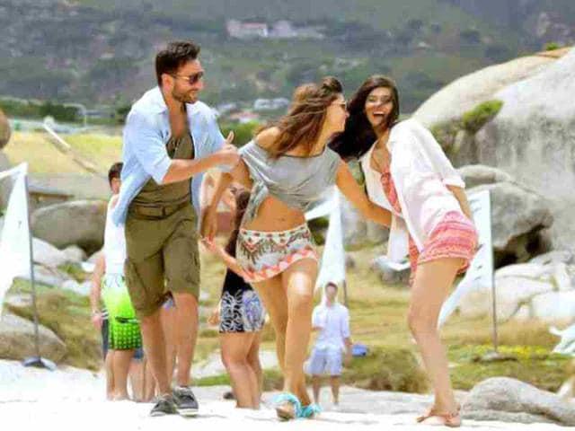 The-trio-Deepika-Saif-and-Diana-play-close-friends-onscreen
