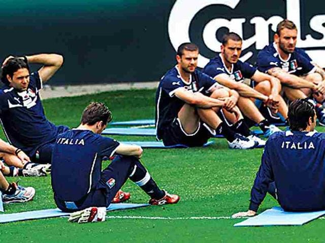 Italian-players-take-a-break-probably-mentally-exhausted-after-learning-of-the-coaching-staff-s-long-march-AP-photo