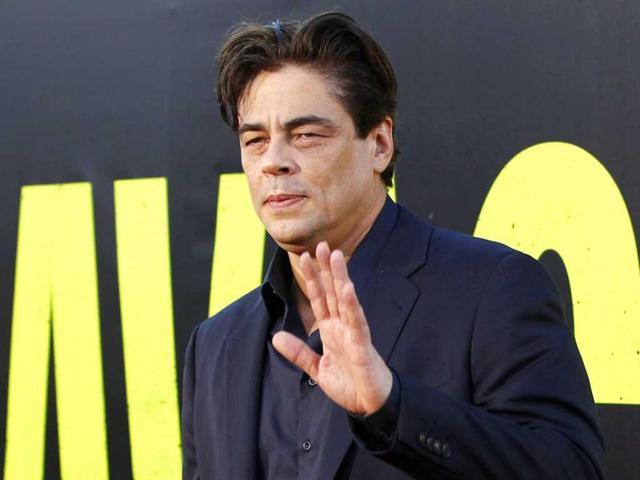 Benicio-Del-Toro-at-the-premiere-of-Savages-in-Los-Angeles