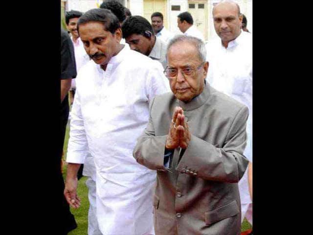 Pranab-Mukherjee-along-with-Andhra-Pradesh-chief-minister-N-Kiran-Kumar-Reddy-arrives-for-a-meeting-in-Hyderabad-PTI-Photo