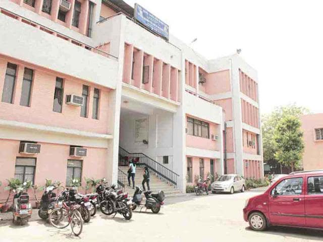 Lucknow: Debarred students create ruckus at BBAU, stall exams