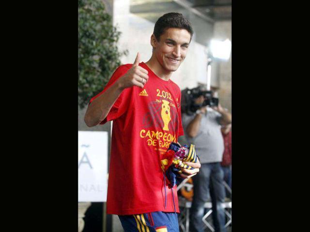 Navas joins La Liga exodus to England