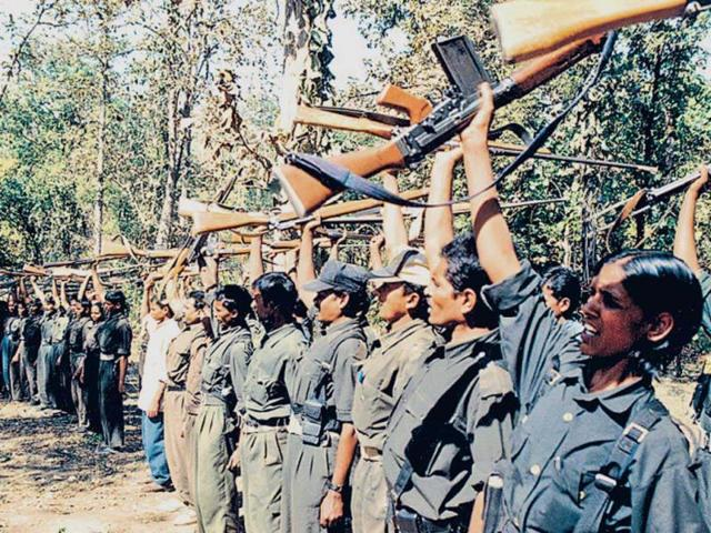 Naxals abduct policemen,Bijapur,Maoists