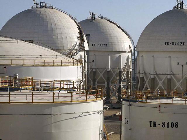 India mulls rupee deals with Syria, Sudan to trim oil bill