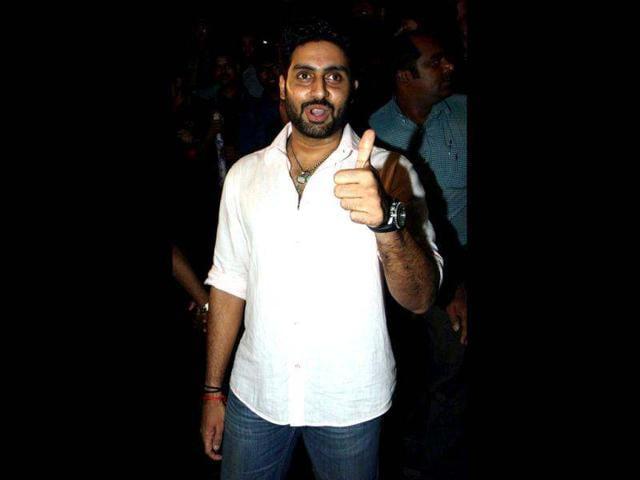 Rohit-Shetty-Abhishek-Bachchan-and-Ajay-Devgn-on-the-sets-of-Bol-Bachchan