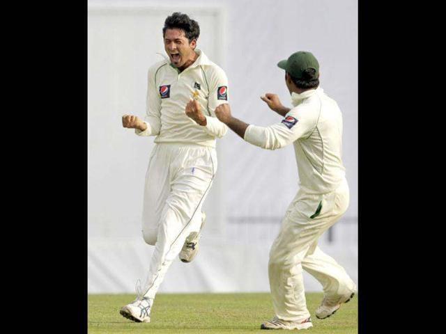 Pakistan hit back to reduce Sri Lanka to 44-3