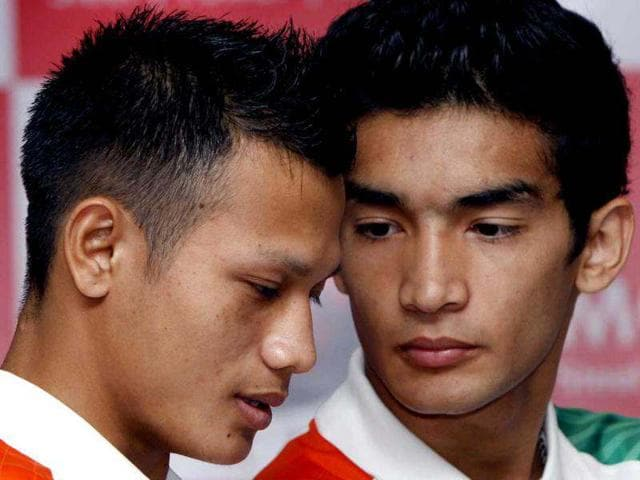 Boxers-Devendro-Singh-and-Shiva-Thapa-who-will-compete-in-2012-Olympic-Games-at-a-press-conference-in-New-Delhi-HT-photo-Mohd-Zakir