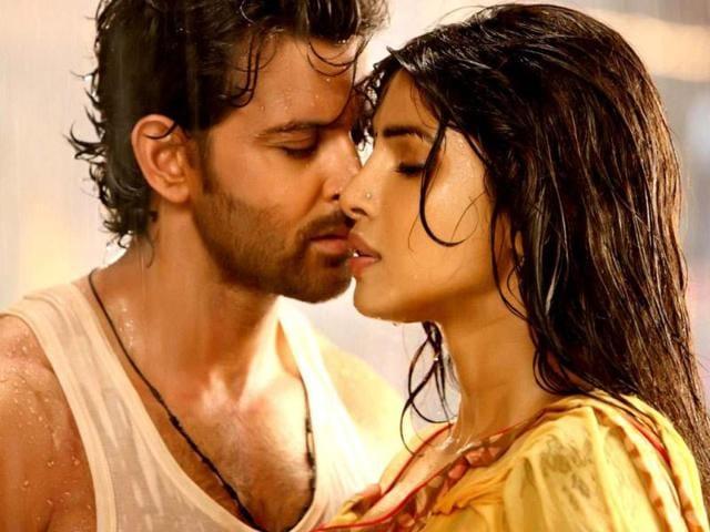 Priyanka-Chopra-Hrithik-Roshan-in-Agneepath-The-movie-grossed-some-Rs-120-crore-at-the-box-office