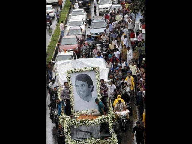 Rajesh Khanna pulls crowds even after death