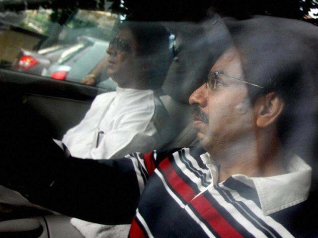 MNS-chief-Raj-Thackeray-drives-Shiv-Sena-Executive-President-Uddhav-Thackeray-home-from-Lilavati-hospital-where-Uddhav-went-through-an-angiography-in-Mumbai-PTI-photo-Mitesh-Bhuvad