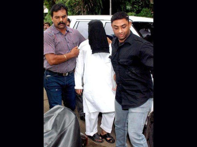 Sayed-Zabiuddin-alias-Abu-Jundal-one-of-the-handlers-in-26-11-Mumbai-attacks-being-taken-into-the-crime-branch-custody-in-Mumbai-PTI-photo