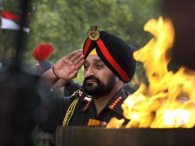 New-army-chief-General-Bikram-Singh-R-inspects-a-guard-of-honour-at-the-defence-ministry-in-New-Delhi-AFP-Prakash-Singh