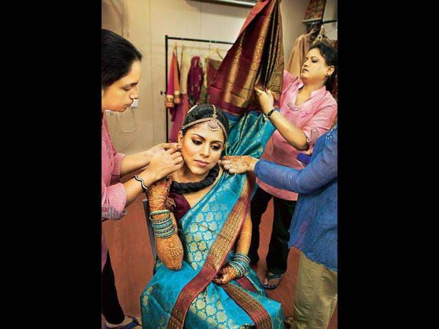A-bride-gets-ready-for-the-wedding-ceremony