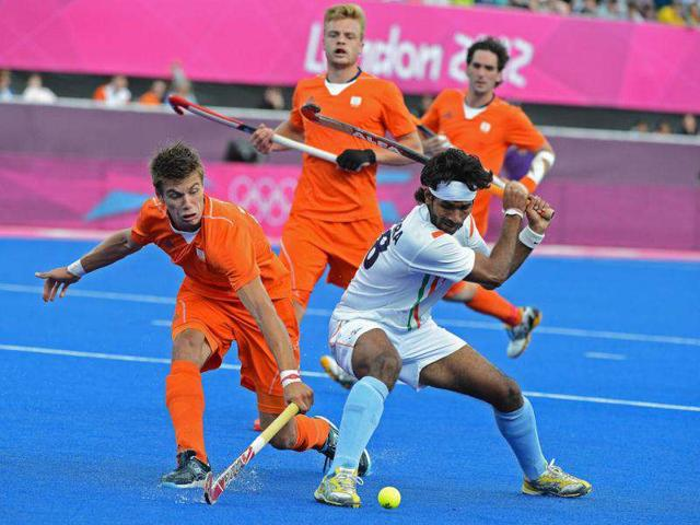 Netherland-s-Sander-de-Wijn-L-vies-with-Shivendra-Singh-R-during-their-London-2012-olympic-hockey-match-at-the-Riverbank-venue-in-the-Olympic-park-in-London-AFP-Carl-de-Souza