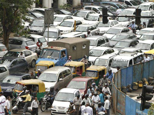 A traffic jam following power outage and rains in the central part of New Delhi. (AP Photo)