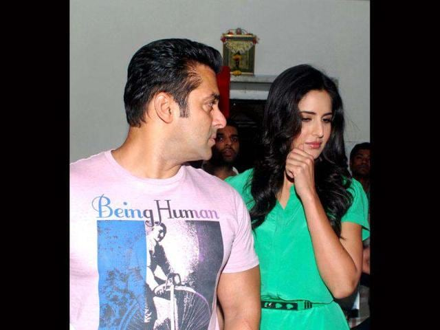 Ex-flames-Salman-Khan-and-Katrina-Kaif-were-seen-sharing-some-cheeky-moments-during-the-promotion-of-Ek-Tha-Tiger-on-the-sets-of-Dance-India-Dance-Little-Champs-in-Mumbai