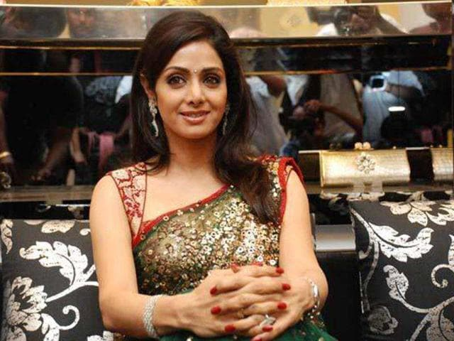 Sabyasachi-closed-the-third-edition-of-PCJ-Delhi-Couture-Week-with-Sridevi-as-the-showstopper