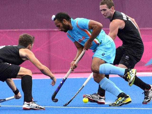 New-Zealand-s-defenders-vie-for-the-ball-with-India-s-Sardar-Singh-during-the-men-s-field-hockey-preliminary-round-match-between-India-and-New-Zealand-at-Riverbank-Arena-in-London-on-August-1-2012-during-the-London-2012-Olympic-Games-New-Zealand-won-the-match-3-1-AFP-Indranil-Mukherjee