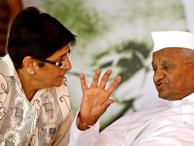Social-activist-Anna-Hazare-with-Kiran-Bedi-during-the-Four-day-of-Team-Anna-s-agitation-against-corruption-at-Jantar-Mantar-in-New-Delhi-Photo-by-Raj-K-Raj-Hindustan-Times