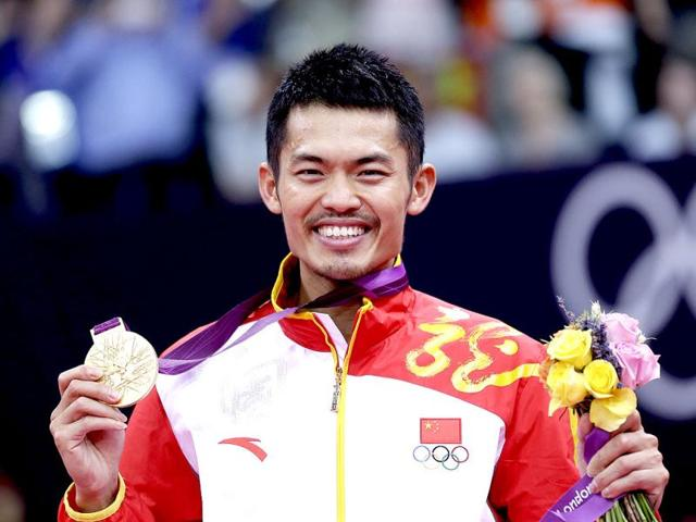 China-s-Lin-Dan-shows-his-gold-medal-after-winning-the-men-s-singles-badminton-gold-medal-match-of-the-2012-Olympics-in-London-AP-Photo-Saurabh-Das