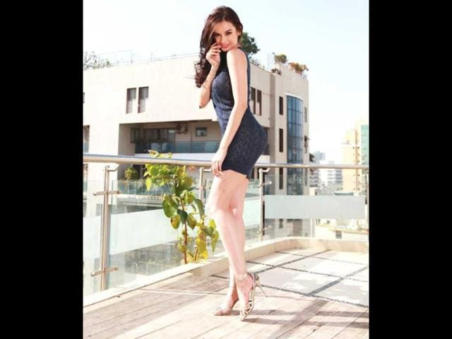 Evelyn-Sharma-is-a-30-years-old-model-from-Germany