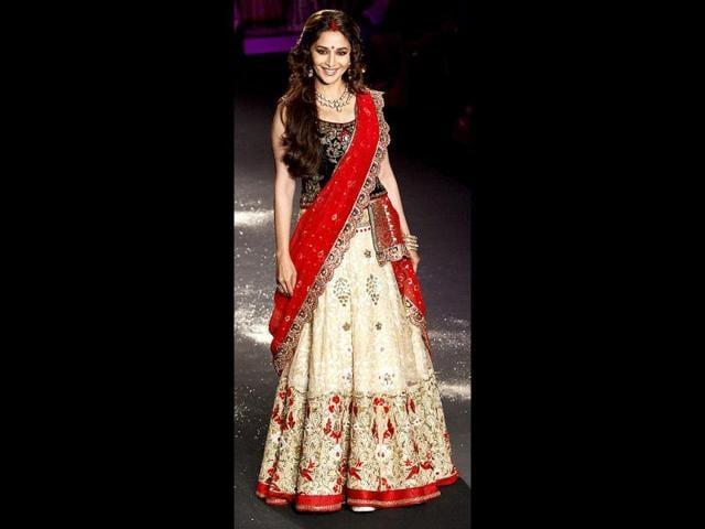 Madhuri-Dixit-turned-showstopper-for-designer-Anju-Modi